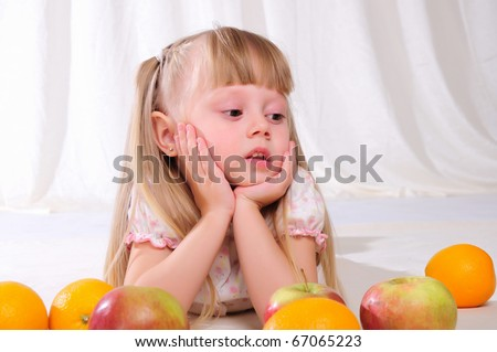 Portrait of a little girl with fruit in their hands.
