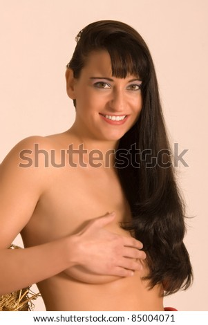 Portrait of a naked woman covered with the hand your chest /Woman with a concealed chest