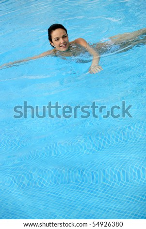 Portrait of a smiling woman bathing in a swimming pool