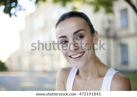 Portrait of a smiling young woman.