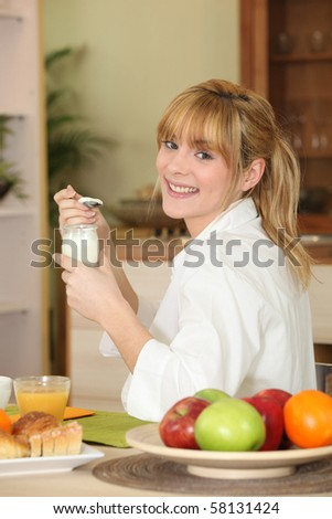 Portrait of a woman having breakfast