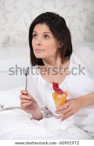 Portrait of a woman with a bowl of fruits