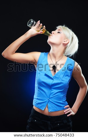 Portrait of an elegant young sporty woman, drinking