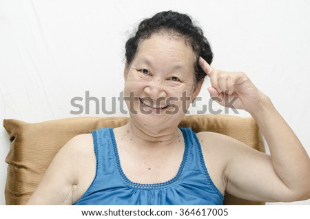 Portrait of asian senior woman get an idea expression