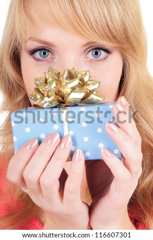 Portrait of cute young woman. she holds a gift box in her hands. close-up