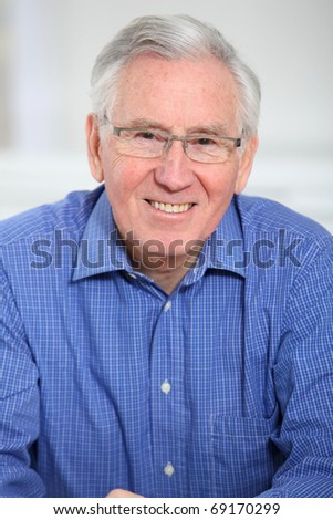 Portrait of elderly man with eyeglasses