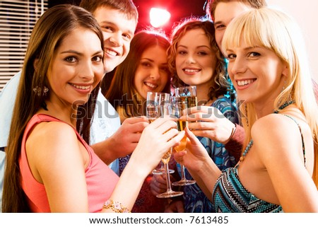 Portrait of group of smiling young people enjoying cocktails