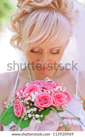 Portrait of the bride on the wedding with a bouquet of roses