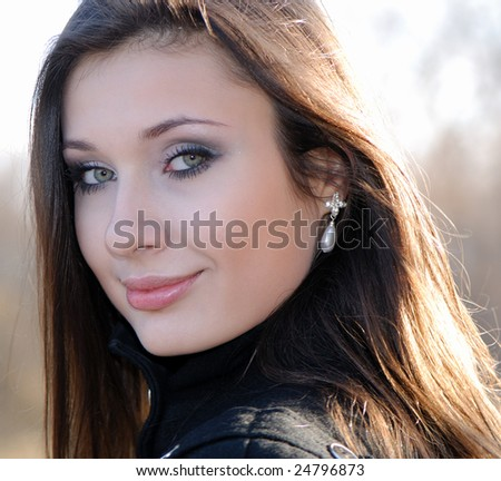 Portrait of  young smiling nice girl in  sunny day in park