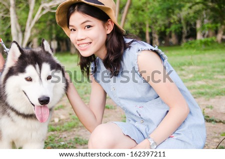 Portrait women outdoor posing with siberian husky