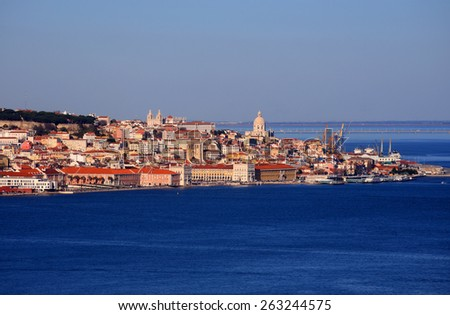 """Portugal, Lisbon historical centre viewed from above the southern margin of the Tagus """"Tejo"""" River. - stock photo"""