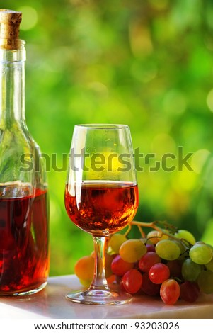 Portuguese rose wine and grapes - stock photo