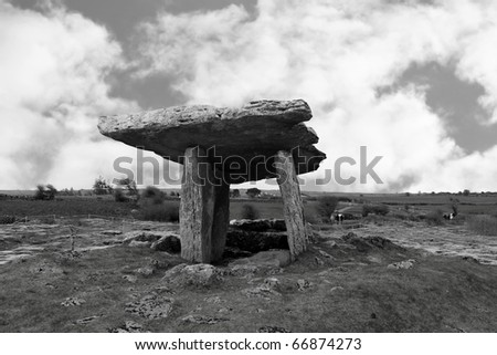 poulnabrone dolmen historic portal tomb in the burren in county clare with tourists - stock photo