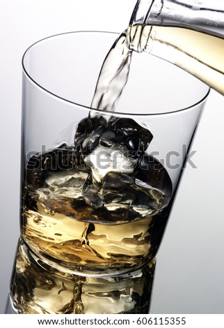 POURING WHISKEY / WHISKY