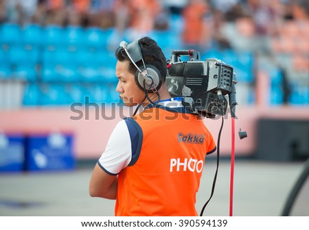 PRACHUAPKIRIKAN THAILAND-MAR9,2016:Camera man live stream competition during prachuap fc vs rayong fc in league1 at prachuap stadium thailand