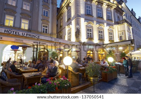 PRAGUE, CZECH REPUBLIC - OCTOBER 18: night on October 18, 2008 in Prague: tourists dining at one of the typical restaurants of the old town.