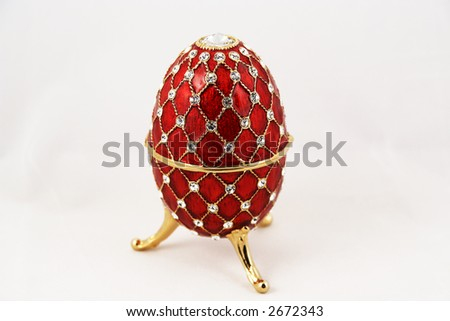 Precious Easter egg with jewels in it 4