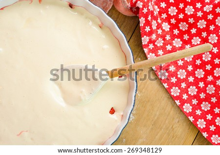 Preparation of delicious sweet cake flavored with ripe red strawberry