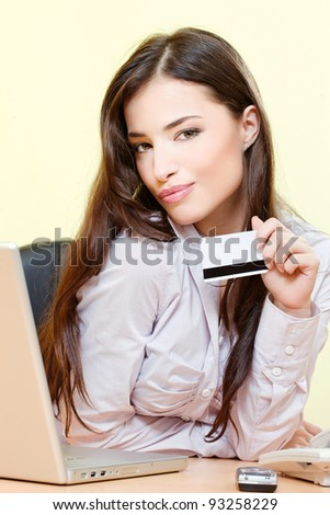 Pretty woman can on line shopping with credit card