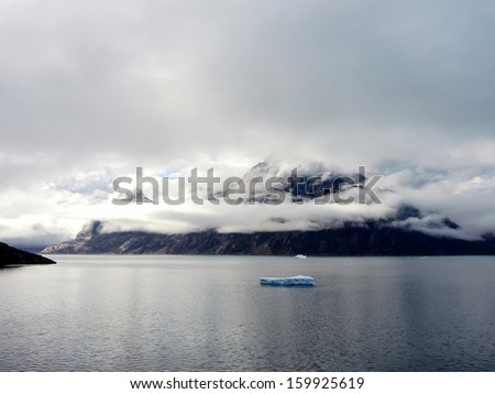 Prinz-Christian-Sound in Greenland, black mood with overcast mountains