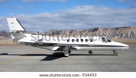 Private Jet in Colorado with no tail number