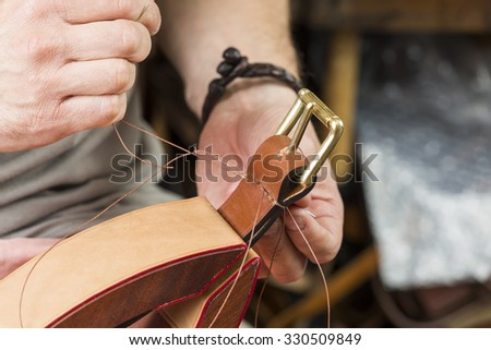 Process of making a leather belt with a low depth of field