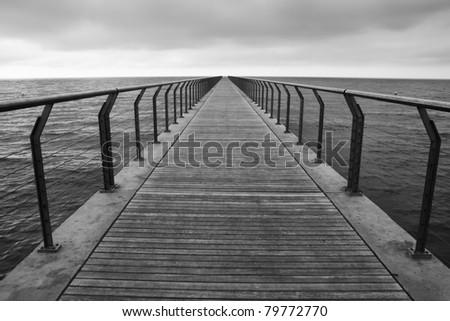 puente al infinity - stock photo