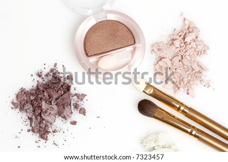 purple and rosy eyeshadow and golden brushes