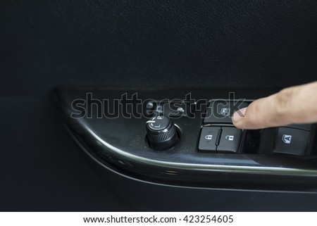 Push the button to open or close the car door.