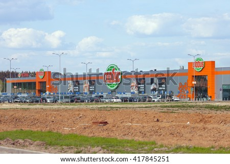 PUSHKINO, RUSSIA - MAY 08, 2016:  The building of Globus supermarket in Moscow region. Globus is international German retail chain. 11 hypermarket are working in Russia.