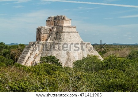 Pyramid of the Magician (Piramide del adivino) at the ruins of the ancient Mayan city Uxmal, Mexico