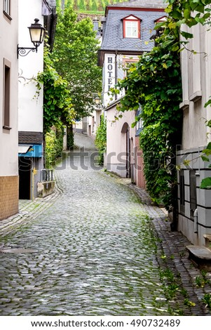 quaint cobblestone side street in old german village rudesheim along rhine river