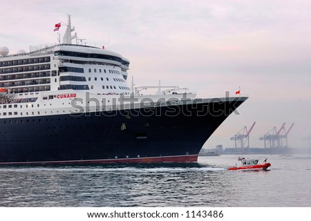 Queen Mary II departs Port Of Los Angeles at sunset on Saturday, February 25, 2006. - stock photo
