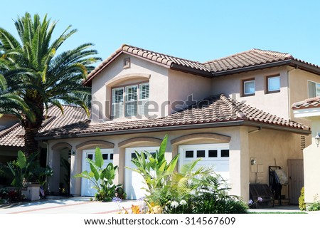 RANCHO SANTA MARGARITA, CA-AUGUST, 2015:  Executive home in a planned community in Southern California's Orange County. - stock photo