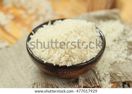 Raw rice grains ina bowl