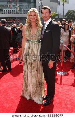 Rebecca Romijn and Jerry O'Connell at the 2011 Primetime Creative Arts Emmy Awards, Nokia Theatre L.A. Live, Los Angeles, CA. 09-10-11