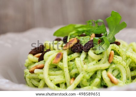 recipe of pasta with rocket pesto, roasted pine seed and raisins