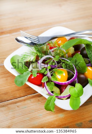 stock-photo-red-and-yellow-grape-tomatoe