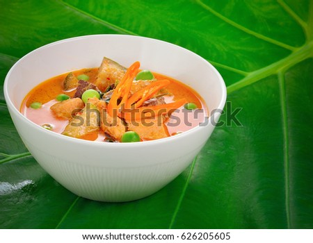 Red chicken curry : Delicious and famous Thailand food