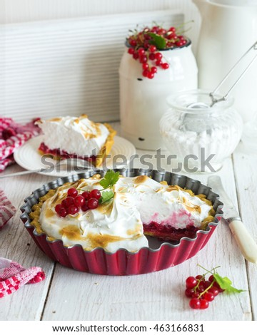 Red currant pie with toasted meringue on top
