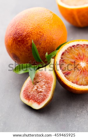 Red oranges, sicilian oranges nd figs.