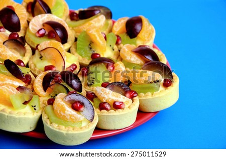 Red plate with mini tart - stock photo