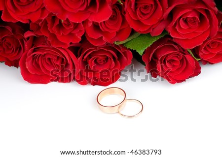 Red  roses and two golden wedding rings