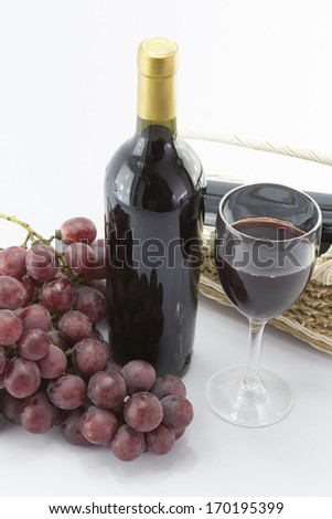 Red wine and bunch of grapes on White Backgrounds.