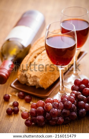 Red wine and grapes with bread