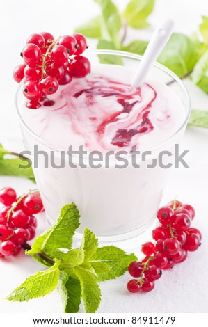Redcurrant yoghurt with peppermint - stock photo