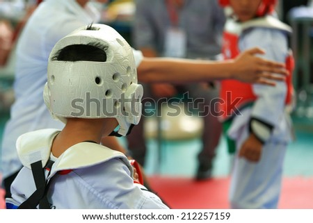 Referee gives signal to young Taekwondo athletes