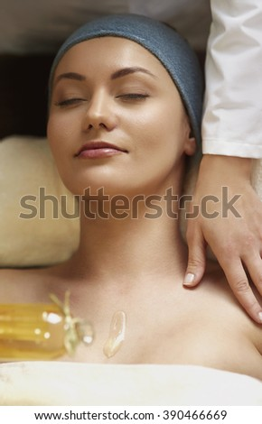 Relaxing treatment with massage oil