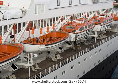 Rescue Boats On Cruise Ship Stock Photo Shutterstock - Cruise ship rescue