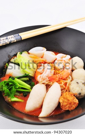 Rice Noodles with shrimp and fish ball in red soup (Yen Ta Fo)